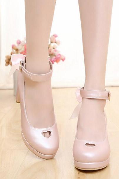 Ulass Lolita Heart Cut Out Bow Heeled Shoes