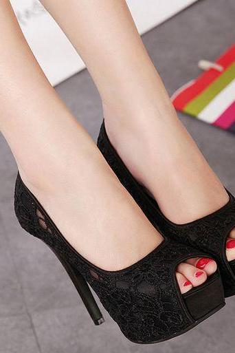 Ulass Black Lace Design Peep Toe High heels Shoes