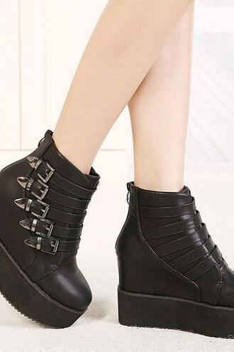 Ulass Black Buckle Design Platform Boots