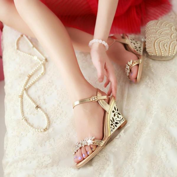 Ulass New arrival Glittering Fashion Fretwork Heels Wedges sandals Rhinestone Silver Gold Summer sandals for party Sexy Hot sale ST-052